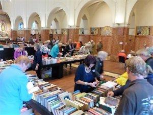 Boeken te koop: per stuk, per vijf, per meter...